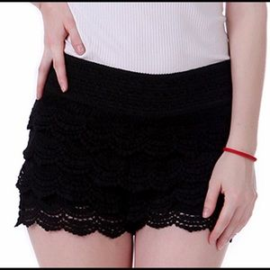 Women's Lace Shorts Fitted Scallop Hem Crochet